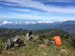 Taking a break at the edge of the paramo